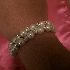 Jewelry - Pearl Bangle